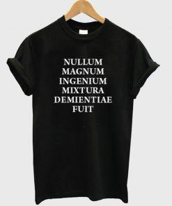 nullum magnum ingenium mixtura demientiae fuit t-shirt
